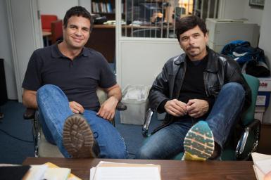 Mark Ruffalo et le journaliste Mike Rezendes, lors du tournage en 2015. (DR: bostonglobe.com)