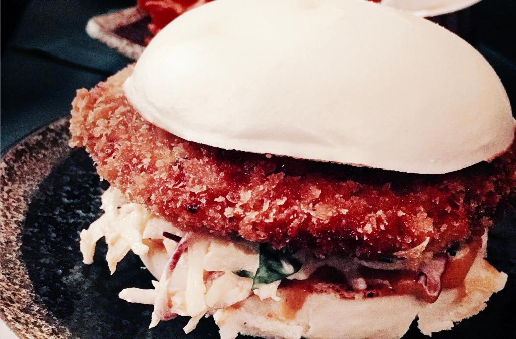 Le bao burger Siseng, considéré comme le meilleur bao de Paris (crédit photo: Caroline Durand)