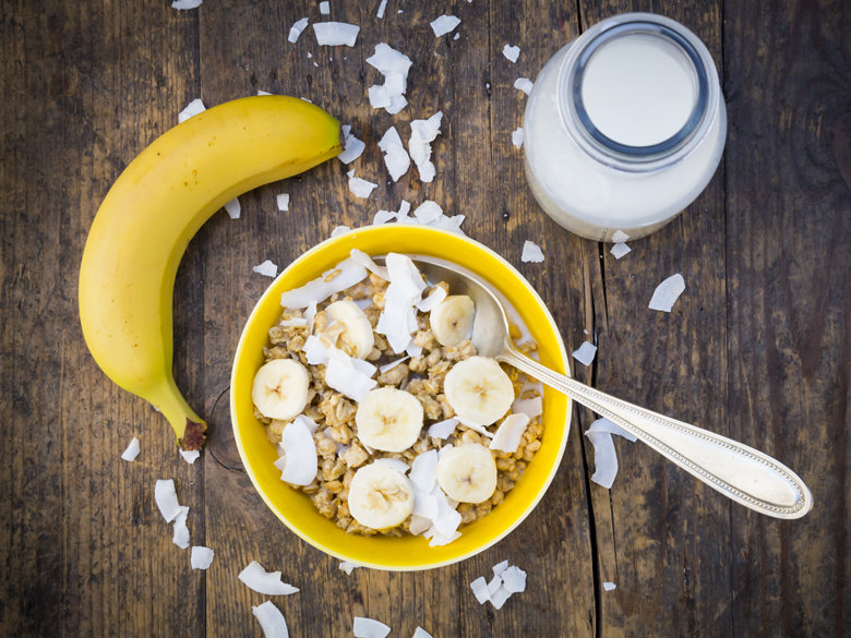 Cerealiste-un-bar-a-cereales-s-apprete-a-servir-ses-premiers-bols-a-Paris_exact780x585_l