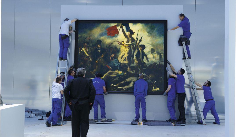 La-Liberte-guidant-le-peuple-vandalise-le-Louvre-rassure