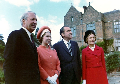 Richard_and_Pat_Nixon_with_Queen_Elizabeth_II