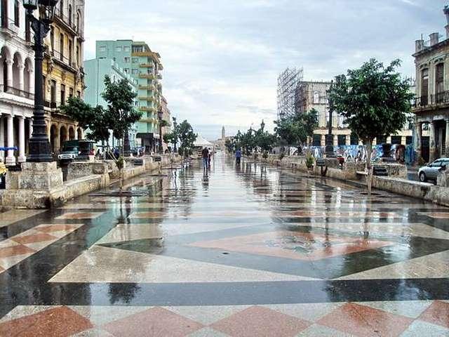 La famosa avenida Paseo del Prado, Cuba_01