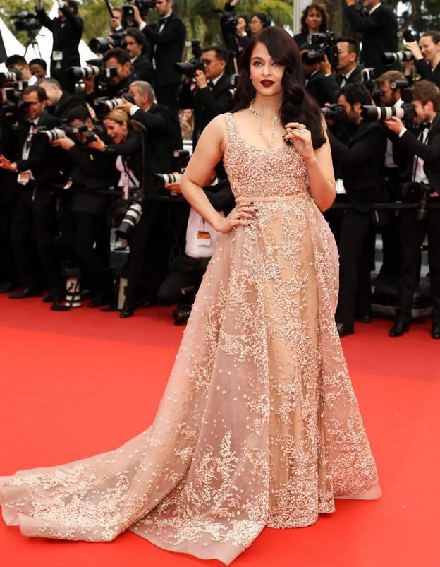 Le-look-du-jour-de-Cannes-Aishwarya-Rai-en-Elie-Saab