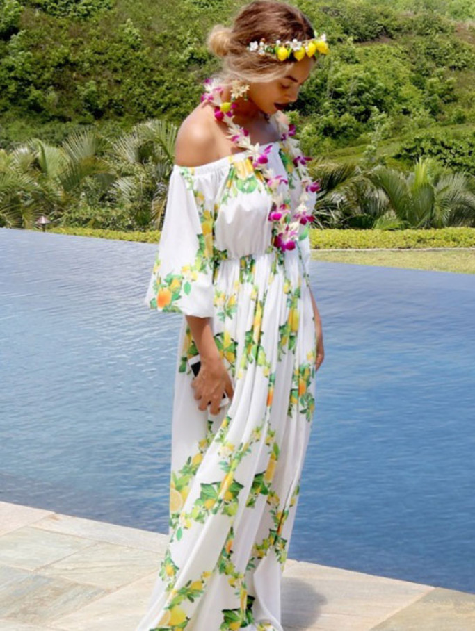 Beyonce-reperee-en-maxi-dress-a-Hawai_exact1900x908_p