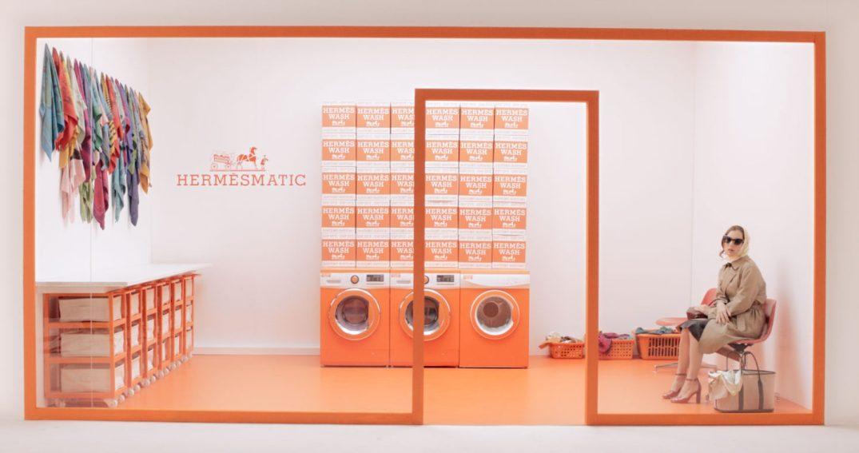 herm s ouvre des pop up pour customiser vos foulards papote. Black Bedroom Furniture Sets. Home Design Ideas
