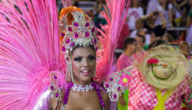 Carnaval_2014_-_Rio_de_Janeiro_(12991642825).jpg
