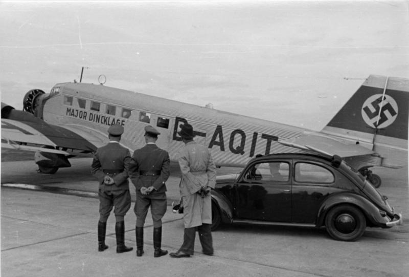 Bundesarchiv_Bild_146-1974-021-09,_Flughafen_München,_Junkers_Ju_52.jpg